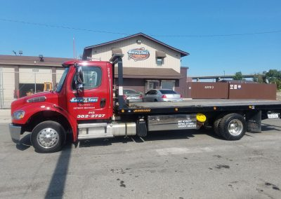 Med Duty 21' Flatbed Wrecker